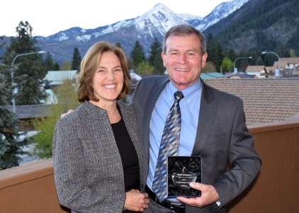Superintendent Dick Cvitanich and wife Diane with Crystal Apple award in Leavenworth